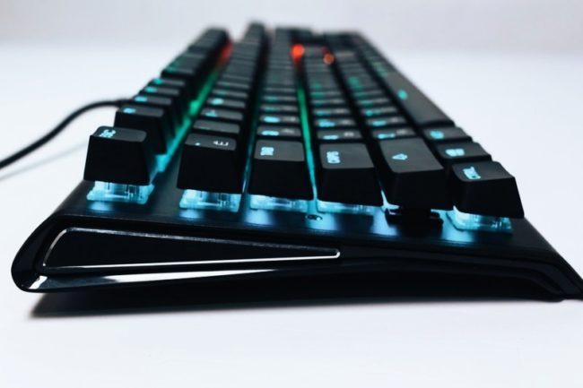 Обзор механической клавиатуры SteelSeries Apex M750
