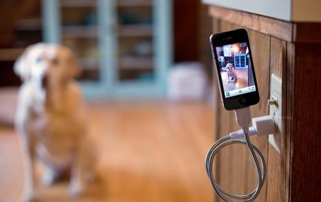 Нельзя пользоваться смартфоном во время зарядки