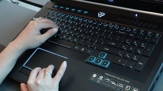 Клавиатура и тачпад в Acer Predator Helios 500